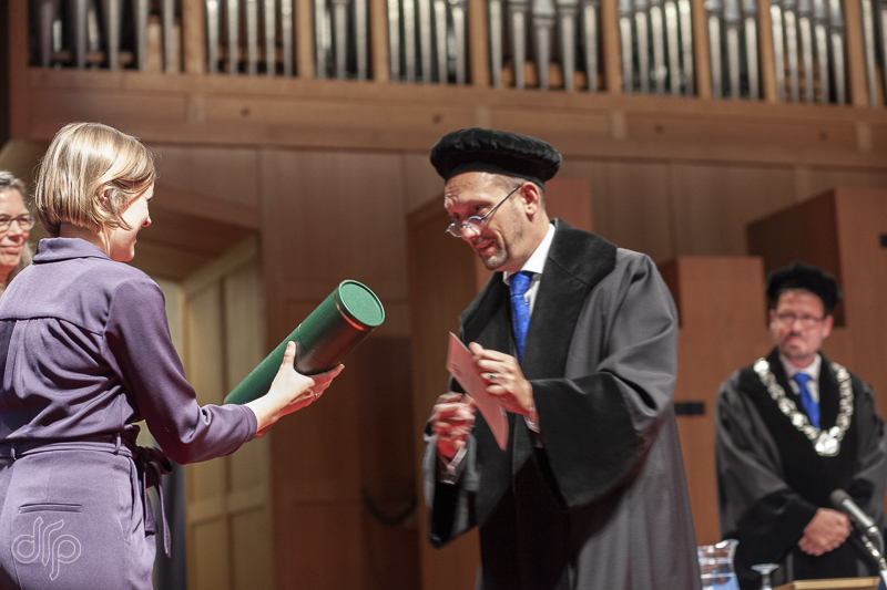 Handing of the diploma